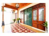 Pintu Utama Villa