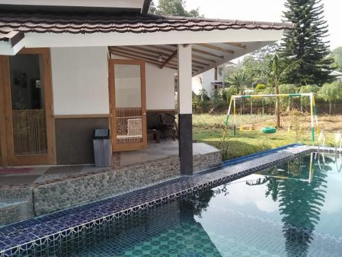 sewa villa murah di puncak kolam renang pribadi karaoke halaman rh sewa villa com